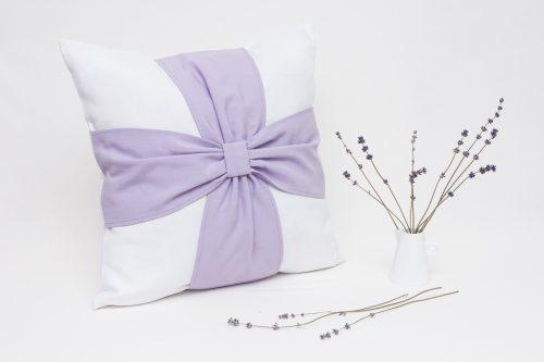 Perna aromatica cu flori de lavanda Elegance Alb-Lila