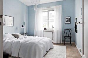 Apa florala de lavanda in dormitor