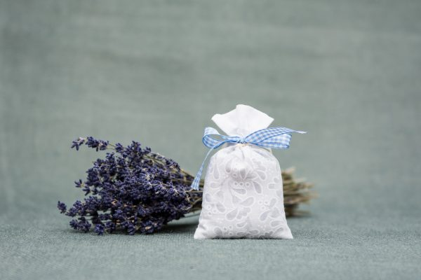 Saculet aromaterapie cu flori de lavanda Romantic alb