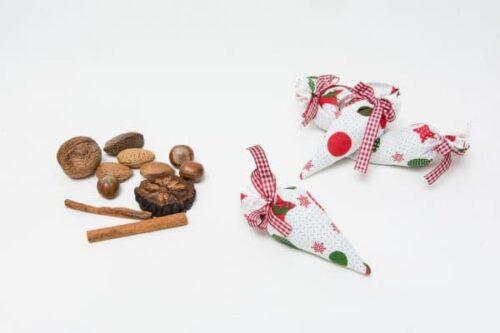 Saculet aromatic cu lavanda Buline si stelute langa scortisoara