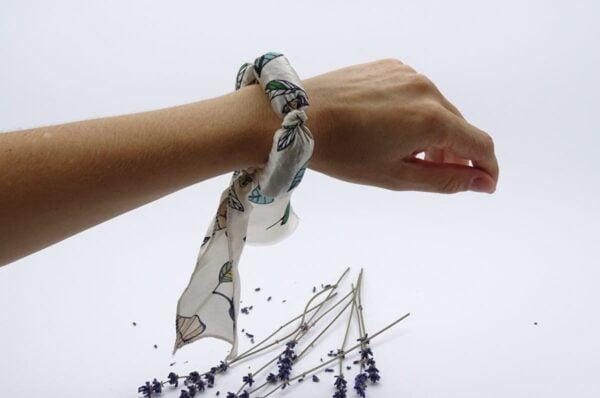 Bratara aromaterapie pe mana