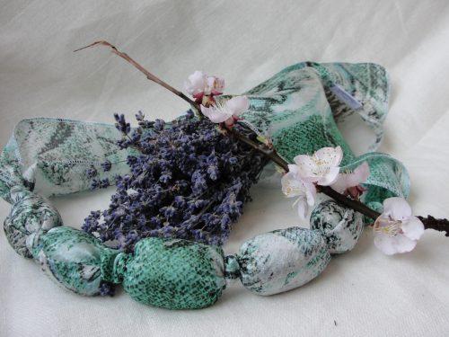 Colier aromatic umplut cu inflorescenta de lavanda (mint green)