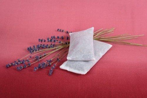 Pernita cu infloresceta de lavanda