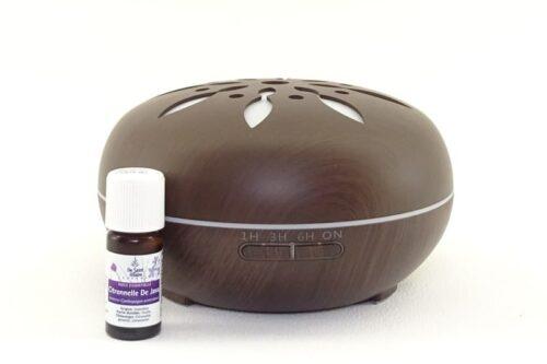 Difuzor aromaterapie cu ulei esenţial în pachet.